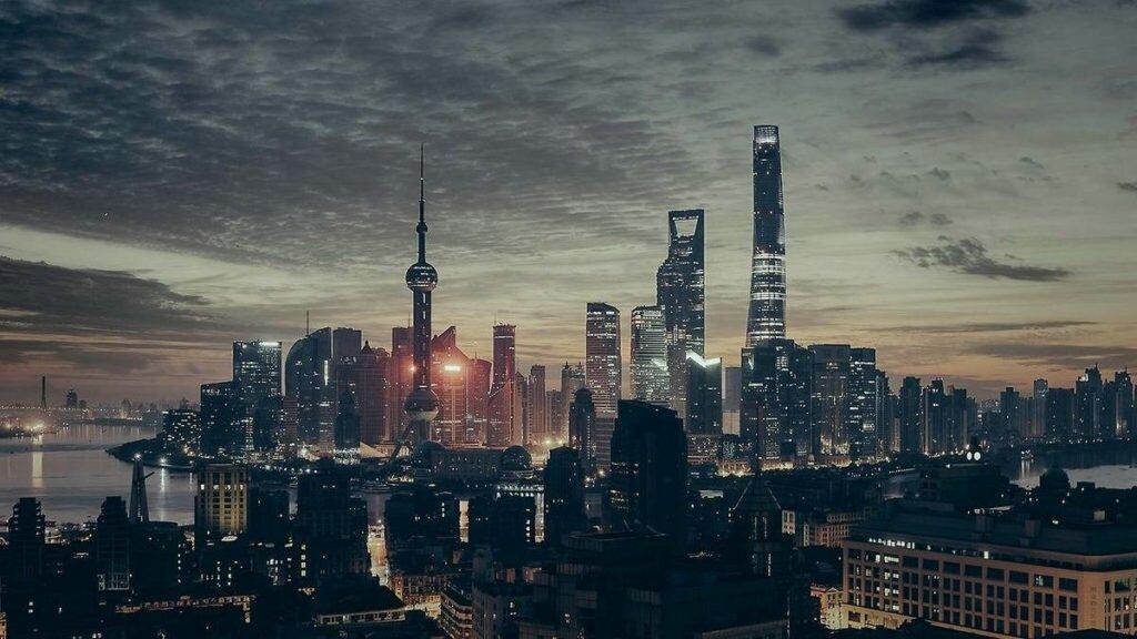 Город создает иллюзию жизни. Там мы не чувствуем единения с природой